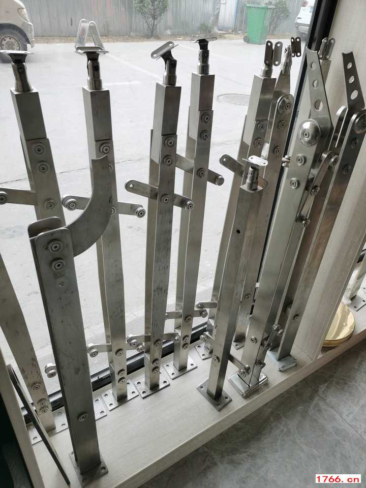 不锈钢楼梯立柱厂家