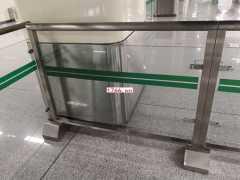 郑州地铁玻璃护栏