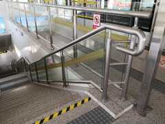 车站玻璃护栏,地铁站玻璃护栏