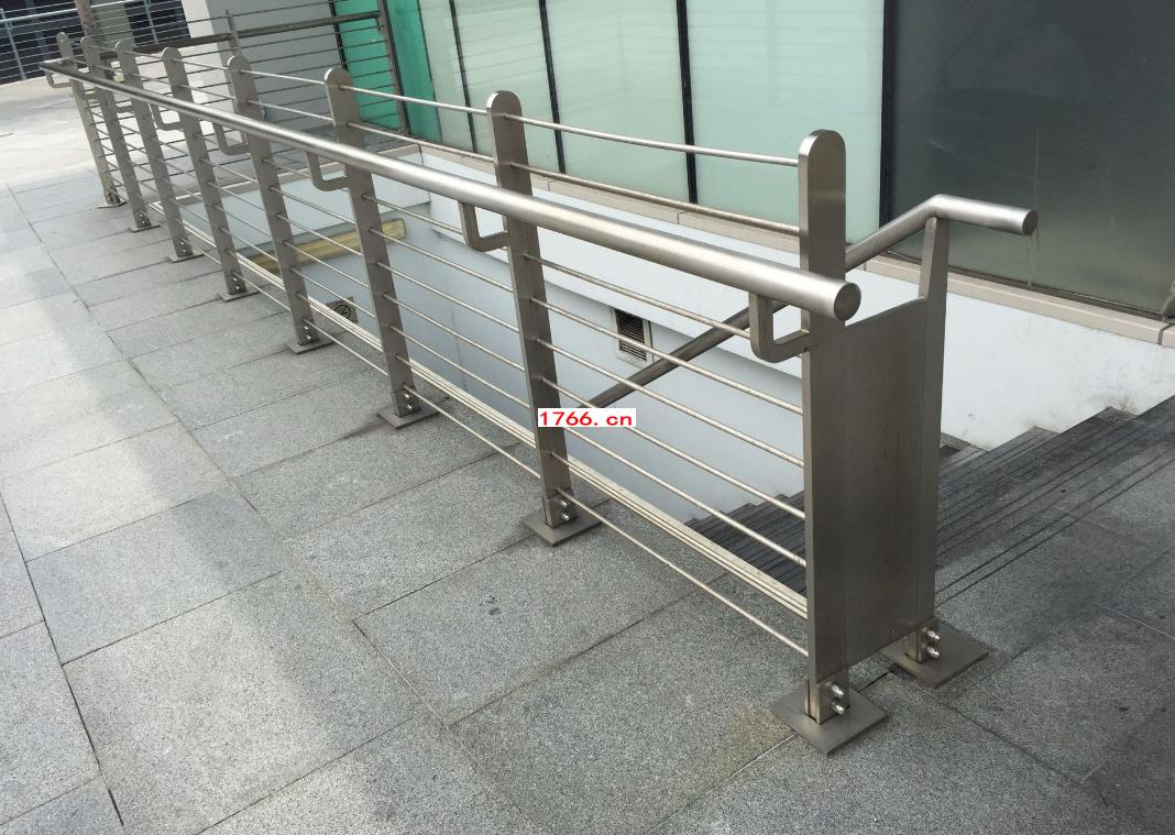 郑州玻璃楼梯扶手安装