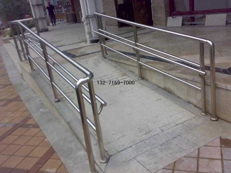 残疾人坡道护栏