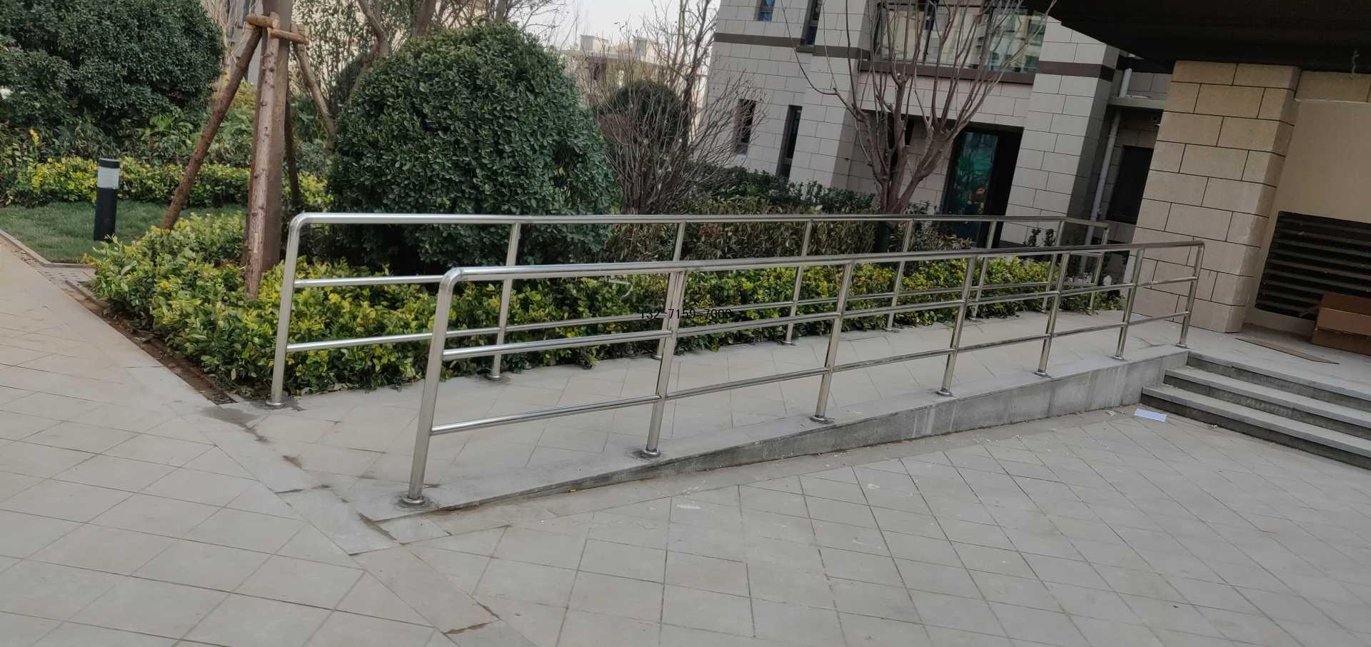 不锈钢残疾人坡道护栏